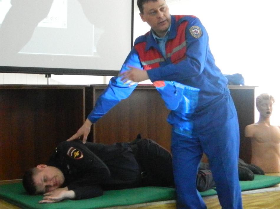 Обучение сотрудников полиции г. Асино правилам оказания первой помощи